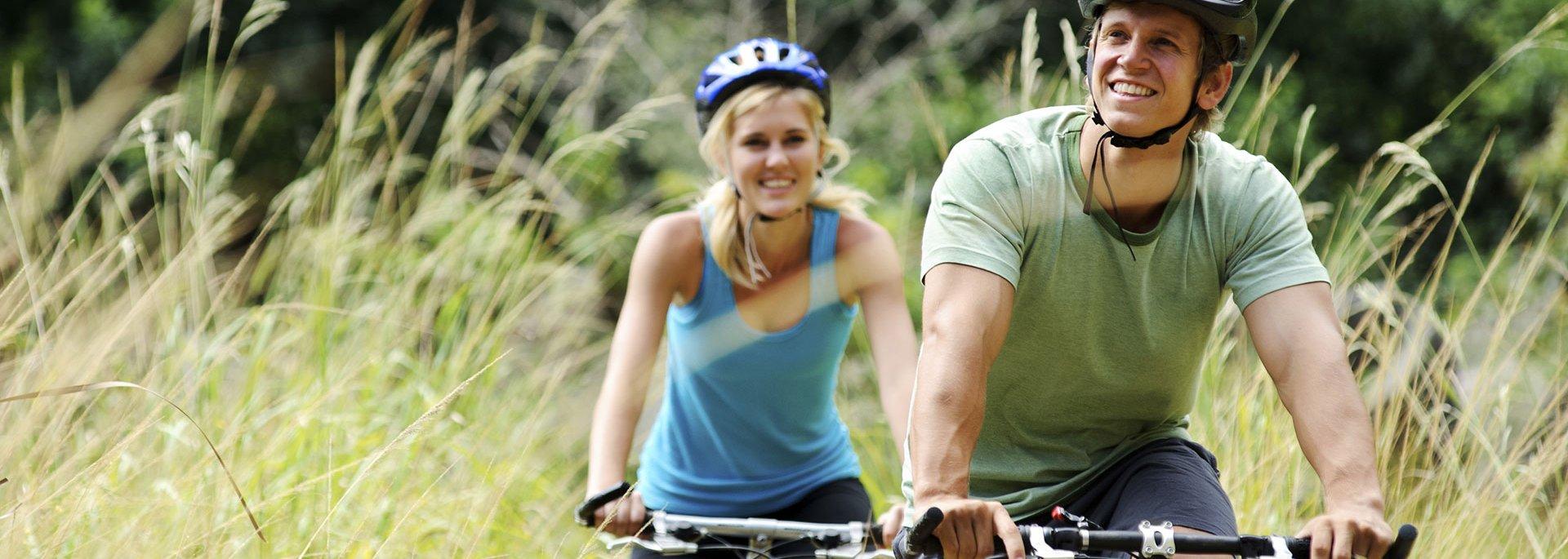 Paar beim Biken