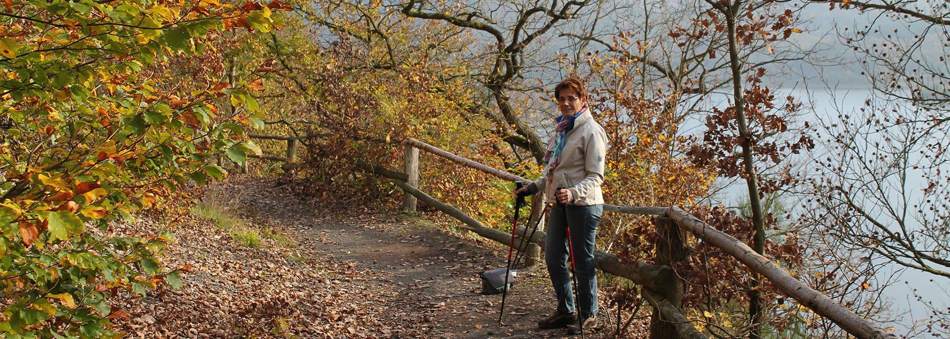 Wandern im Herbst am Edersee